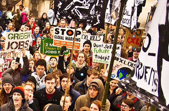 Punktdemonstrasjon mot oljesandrørledningen Keystone XL ved Georgetown University, Washington, DC. (Foto: Joe Brusky / CC / Flickr)